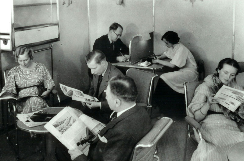photo of passengers in Hindenburg's Reading and Writing Room