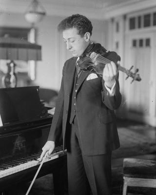 Jascha Heifetz playing violin