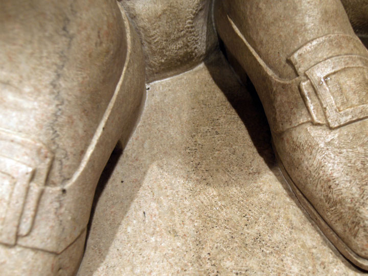Detail of treatment on the statue's shoes